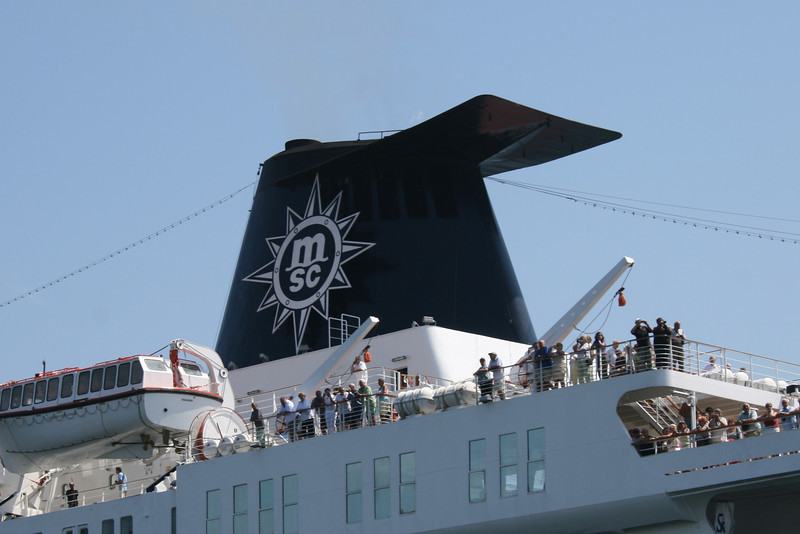 2009 - M/S MELODY departing from Napoli : the funnel.