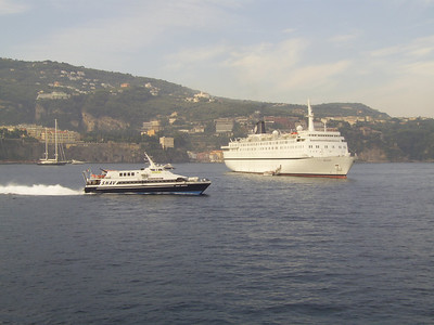 2010 - M/S MELODY offshore Sorrento. HSC SNAV AURIGA on route from Sorrento to Capri.
