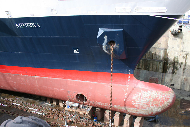 2008 - M/S MINERVA in dry dock in Napoli : the bulb.