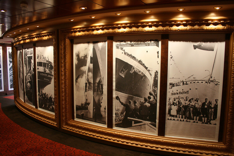 2009 - On board MSC FANTASIA : historical photo gallery.