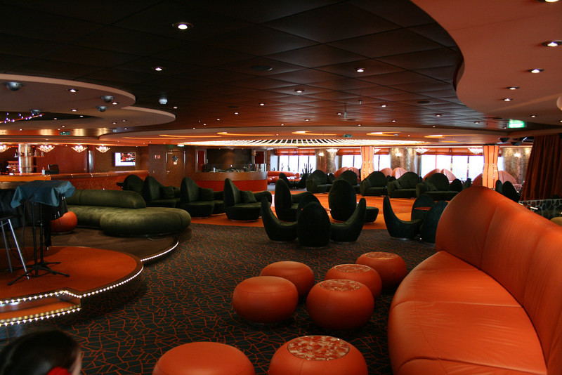 2009 - On board MSC FANTASIA : L'Insolito Lounge.
