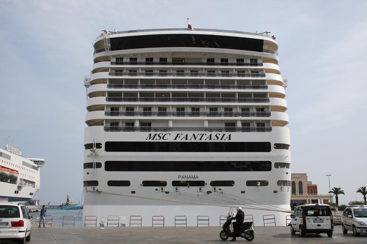 2009 - M/S MSC FANTASIA in Palermo.