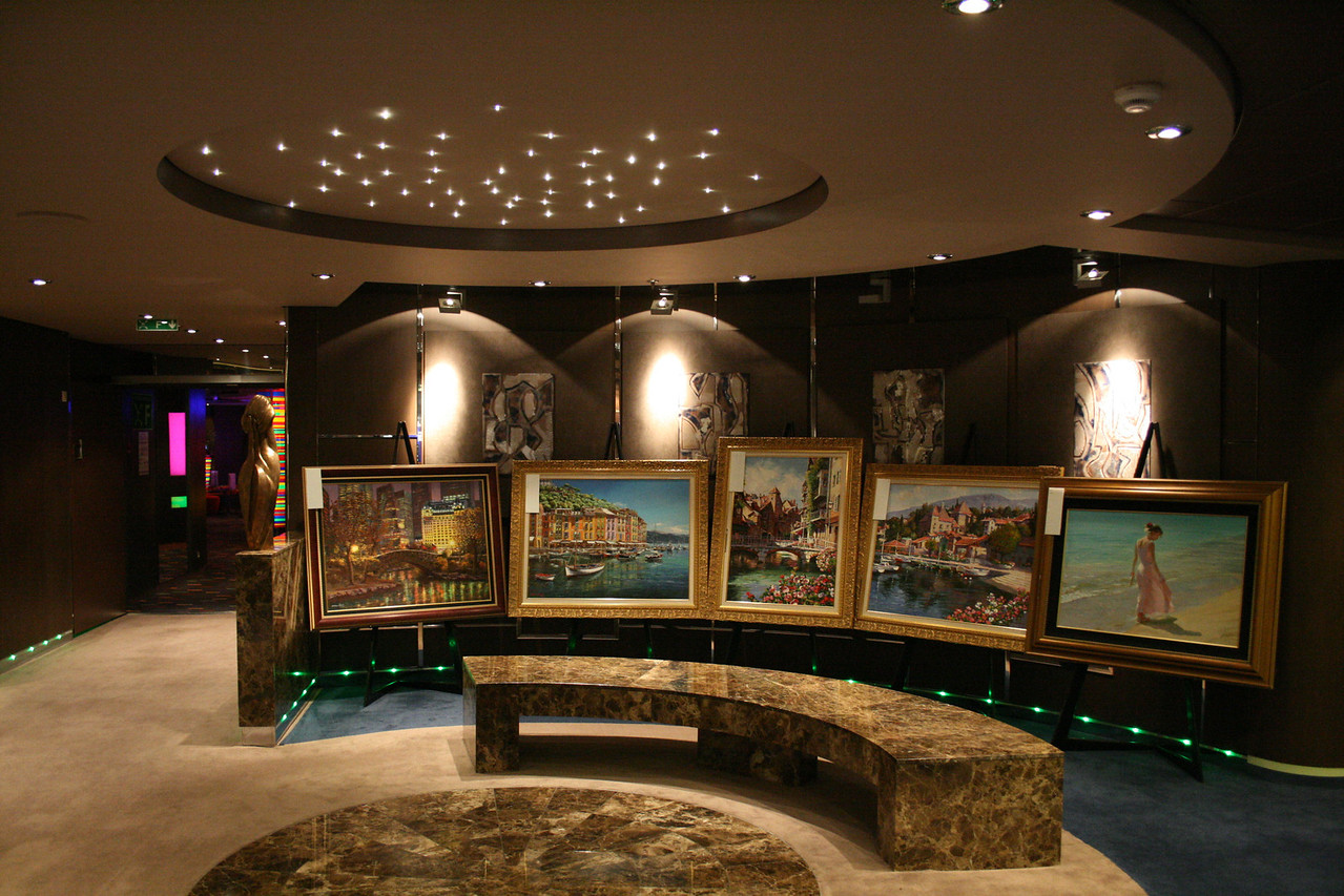 2009 - On board MSC FANTASIA : Gallery Plaza.