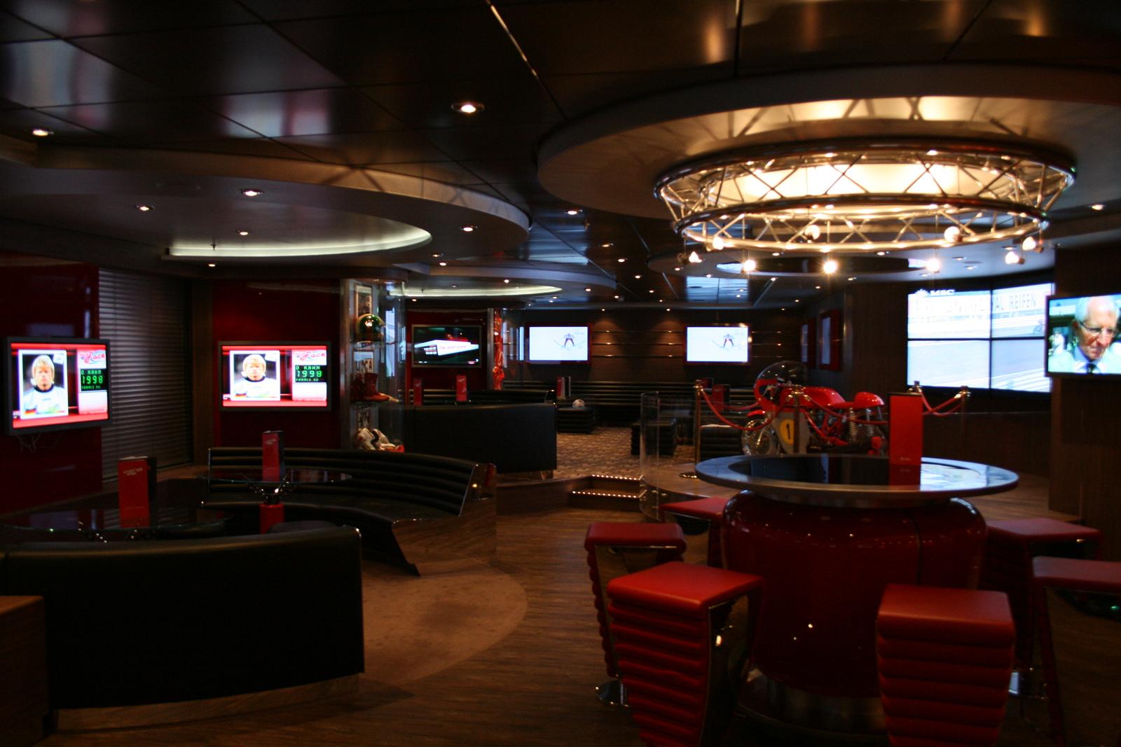 2009 - On board MSC FANTASIA : Sports bar.