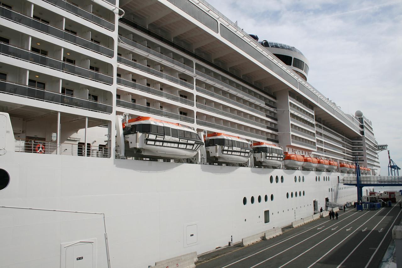 2009 - M/S MSC FANTASIA in Genova..
