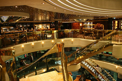 2009 - On board MSC FANTASIA : Il Cappuccino Coffe bar, and atrium stairs.