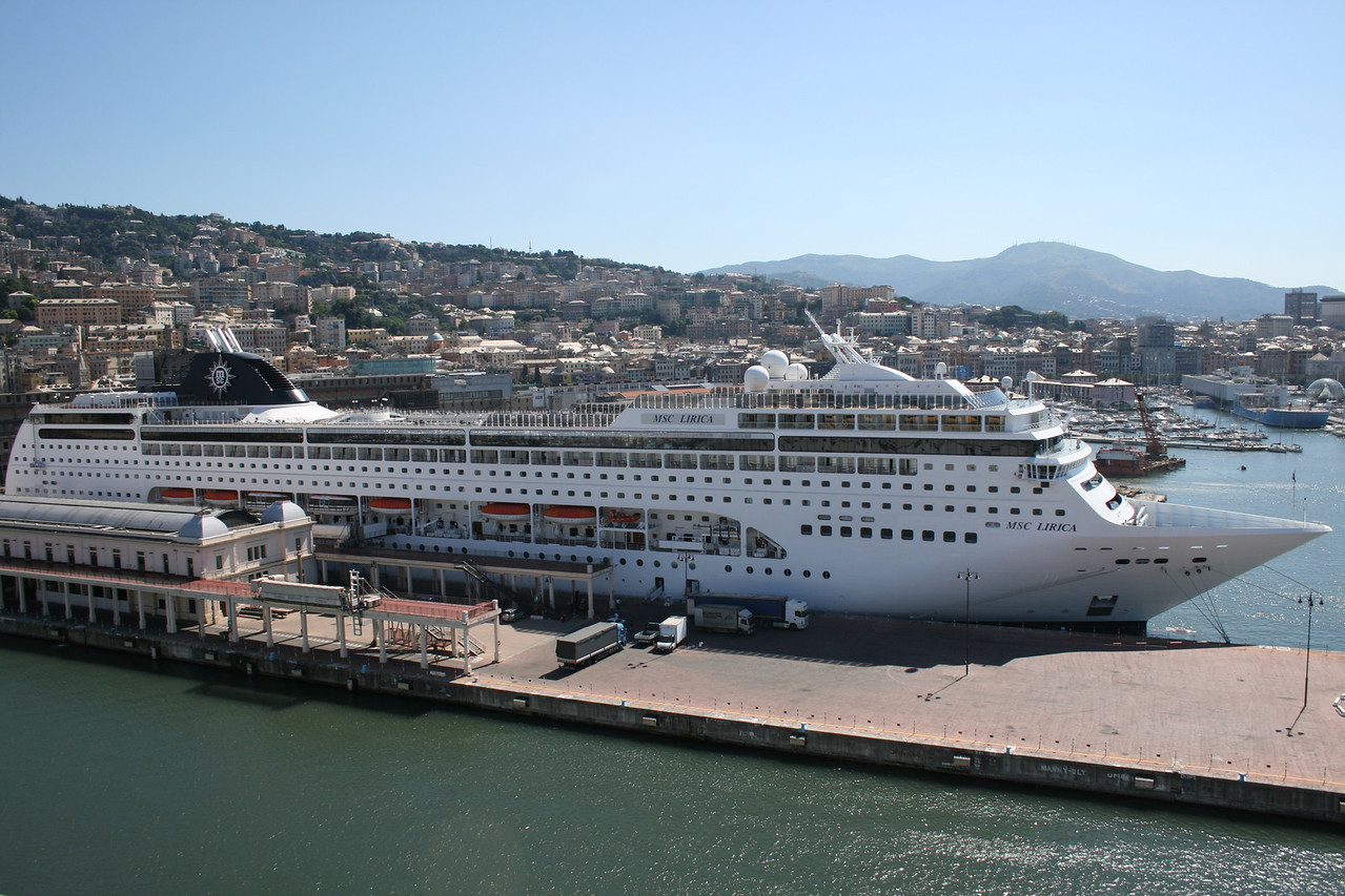2010 - M/S MSC LIRICA in Genova.