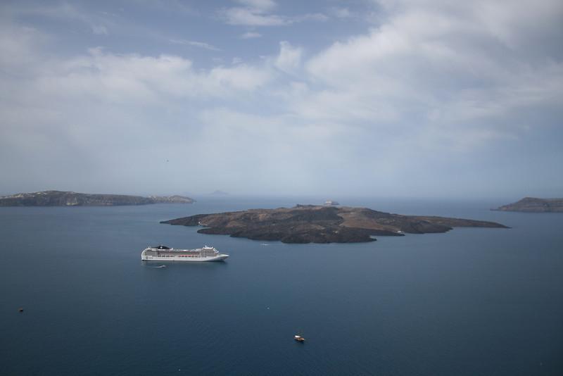 2008 - M/S MSC MUSICA offshore Santorini.