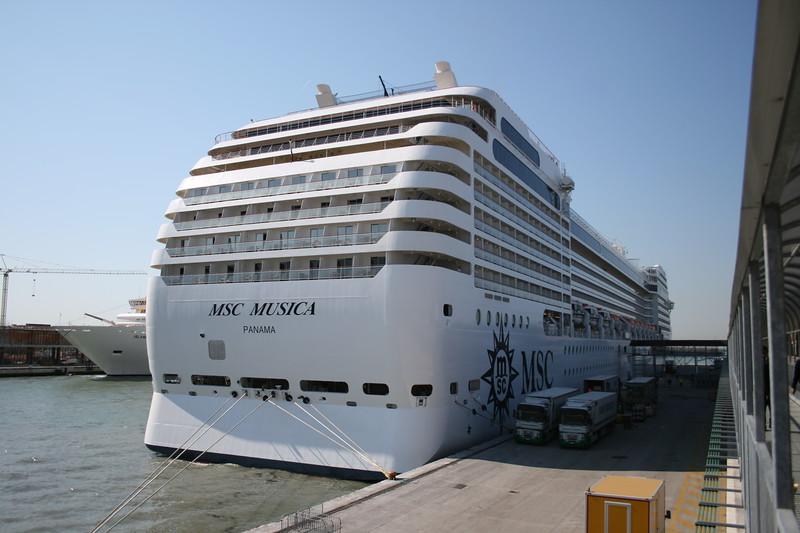 2008 - M/S MSC MUSICA in Venezia.