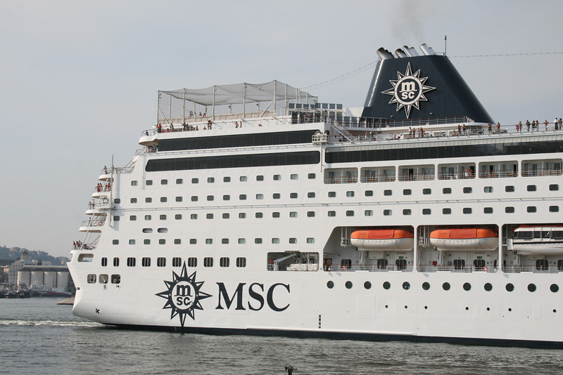 2009 - M/S MSC SINFONIA departing from Napoli.