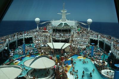 2010 - On board NAVIGATOR OF THE SEAS : Pool area on a cruising day.