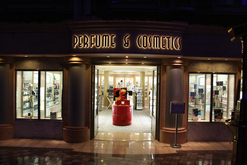 2010 - On board NAVIGATOR OF THE SEAS : Perfume and Cosmetics.