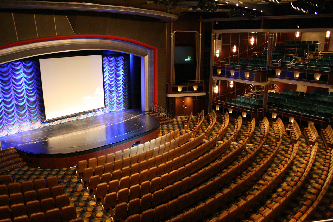 2010 - On board NAVIGATOR OF THE SEAS : Metropolis Theater.