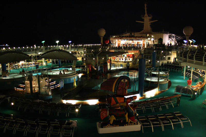 2010 - On board NAVIGATOR OF THE SEAS : Pool area by night.