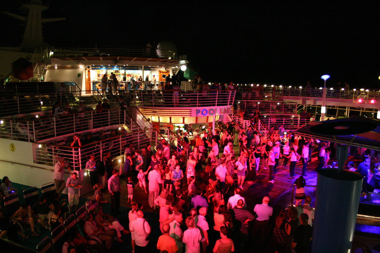 2010 - On board NAVIGATOR OF THE SEAS : party on the pool.