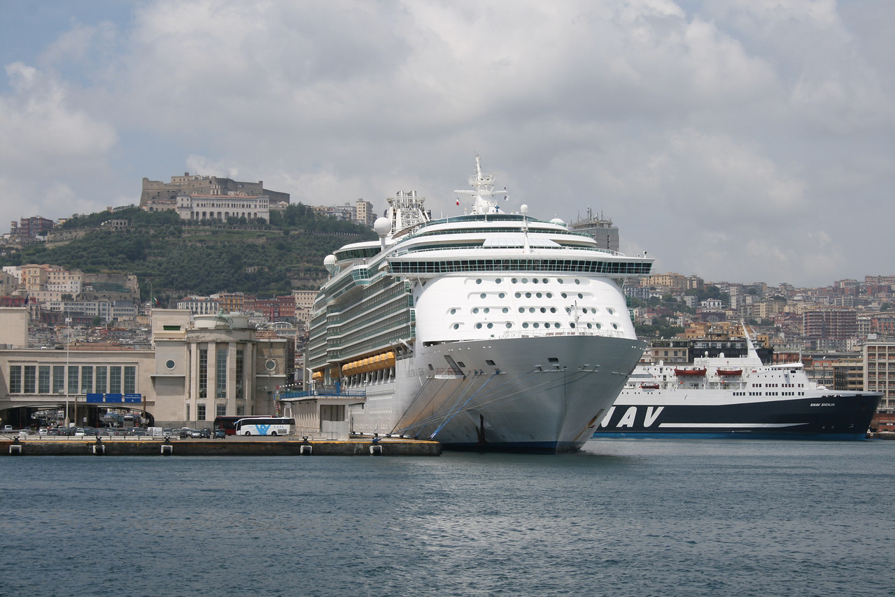 2010 - M/S NAVIGATOR OF THE SEAS in Napoli.