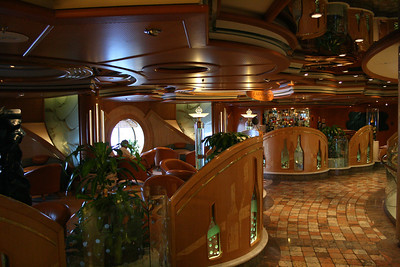 2010 - On board NAVIGATOR OF THE SEAS : Champagne Bar.