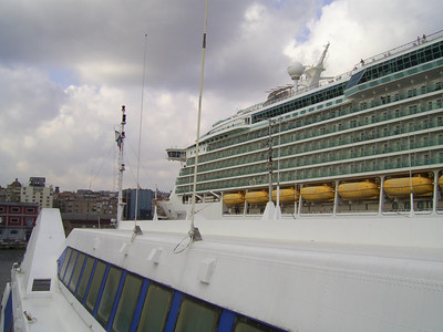2010 - M/S NAVIGATOR OF THE SEAS in Napoli, seen from the bridge of HSC ISOLA DI CAPRI.