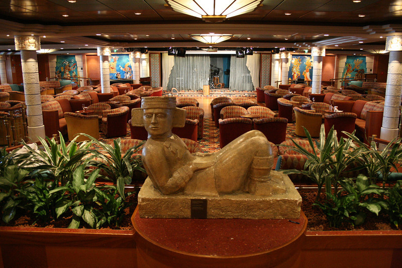 2010 - On board NAVIGATOR OF THE SEAS : Ixtapa Lounge.