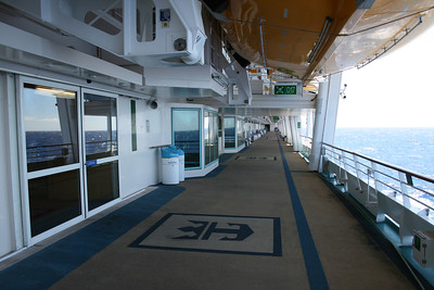 2010 - On board NAVIGATOR OF THE SEAS : walkway, deck 4.