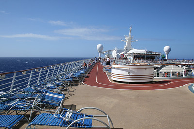 2010 - On board NAVIGATOR OF THE SEAS : Jogging track.