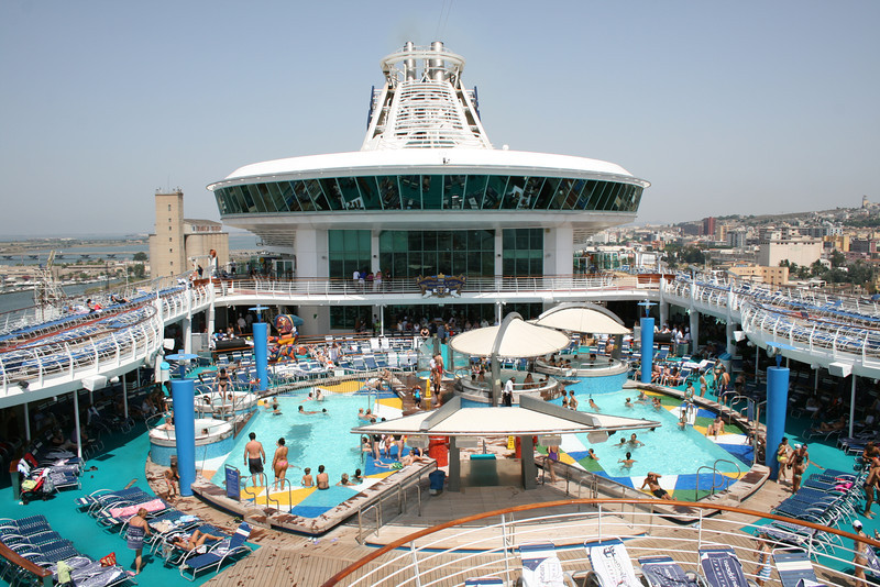 2010 - On board NAVIGATOR OF THE SEAS : Swimming pools.