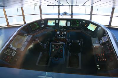 2010 - On board NAVIGATOR OF THE SEAS : the bridge.