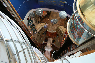 2010 - On board NAVIGATOR OF THE SEAS : Planetarium.
