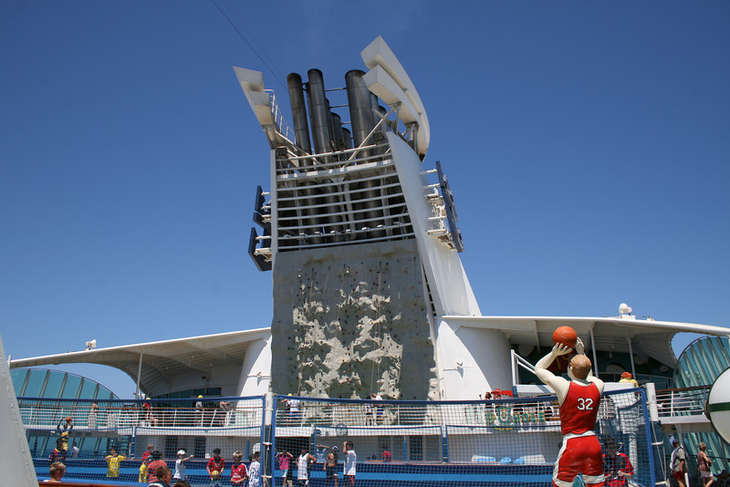 2010 - On board NAVIGATOR OF THE SEAS : Climbing wall.