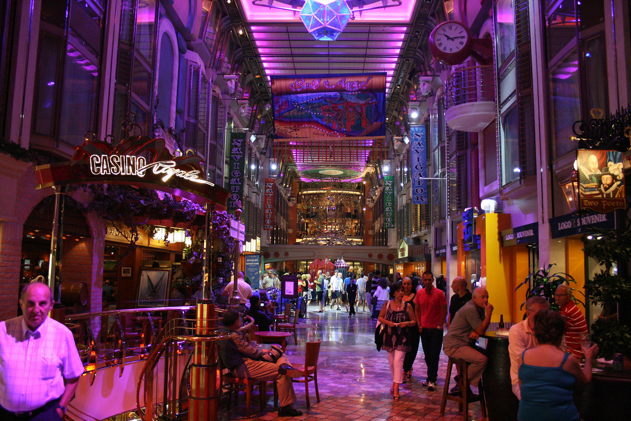 2010 - On board NAVIGATOR OF THE SEAS : Royal Promenade.