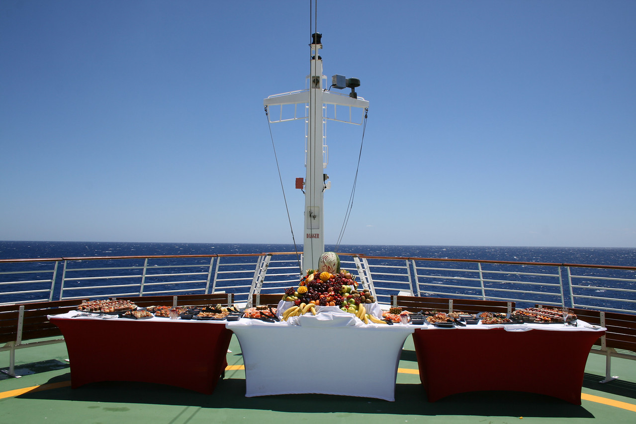 2010 - On board NAVIGATOR OF THE SEAS : Fruit buffet on the bow.