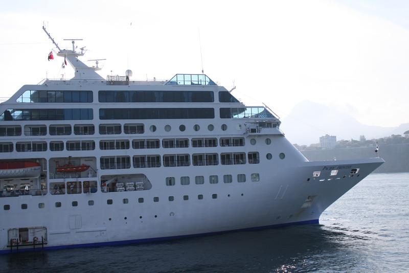 2010 - M/S PACIFIC PRINCESS offshore Sorrento.