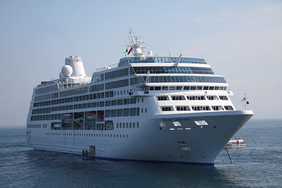 2010 - M/S PACIFIC PRINCESS offshore Sorrento.