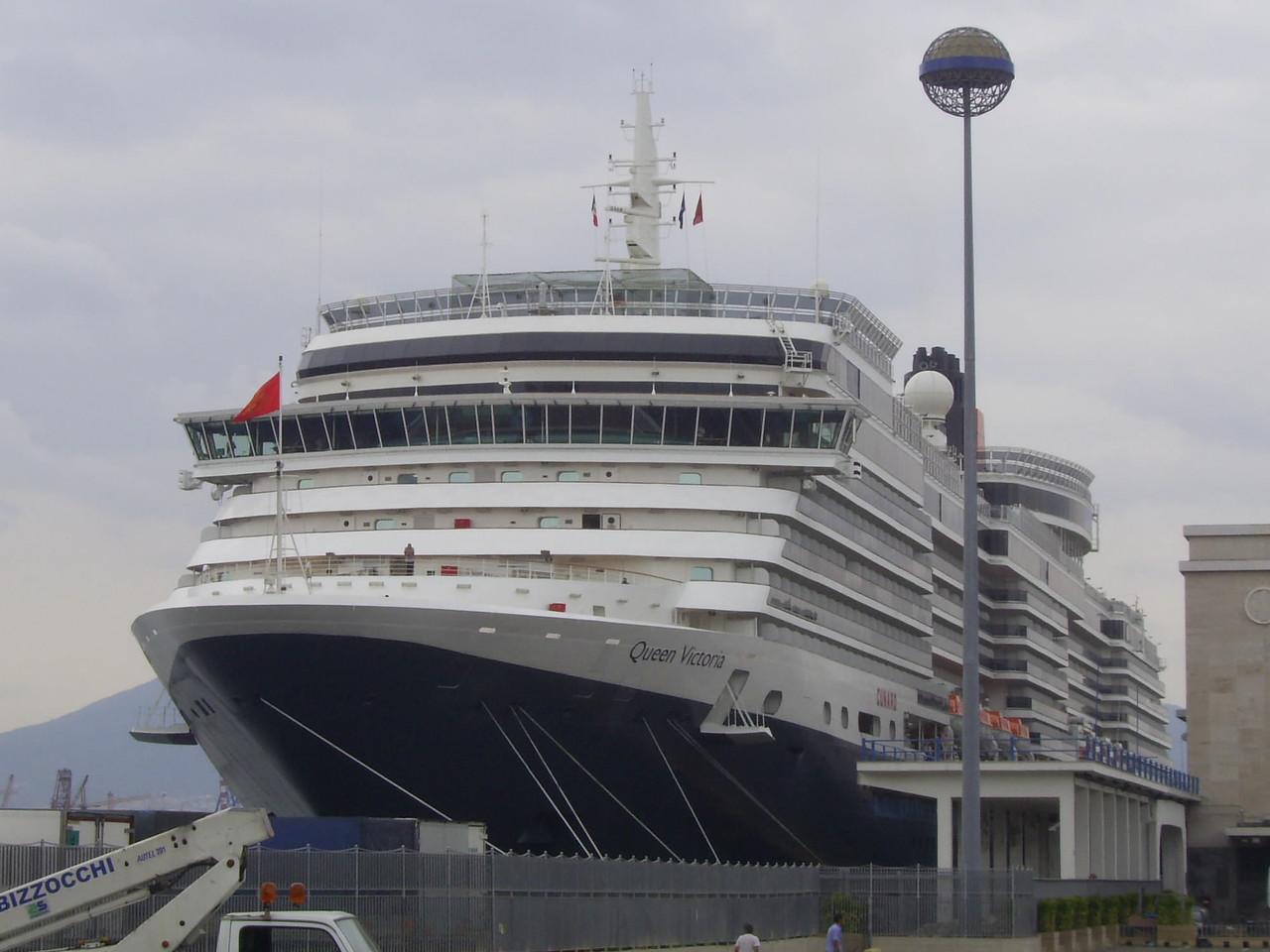 2008 - M/S QUEEN VICTORIA in Napoli.