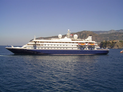 2007 - SEADREAM I offshore Sorrento.