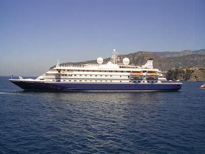 2007 - SEADREAM I offshore Sorrento.