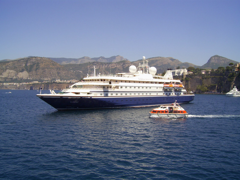 2007 - SEADREAM I offshore Sorrento, embarking by tender.