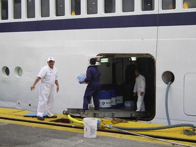 2010 - SPIRIT OF ADVENTURE in Napoli : crew at work.