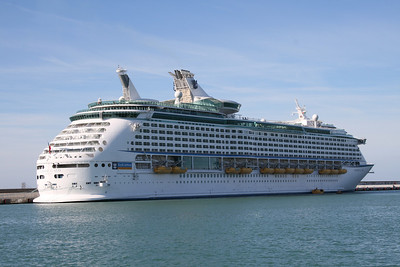 2008 - M/S VOYAGER OF THE SEAS in Civitavecchia.