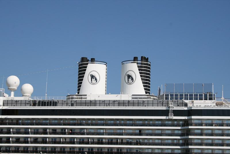 2008 - M/S ZUIDERDAM in Venezia : funnels.
