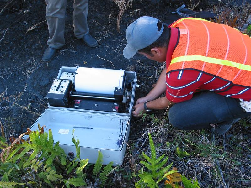 Carlos Cardona links a PS-2 seismograph to a seismometer at Kalapana during the CSAV International course.