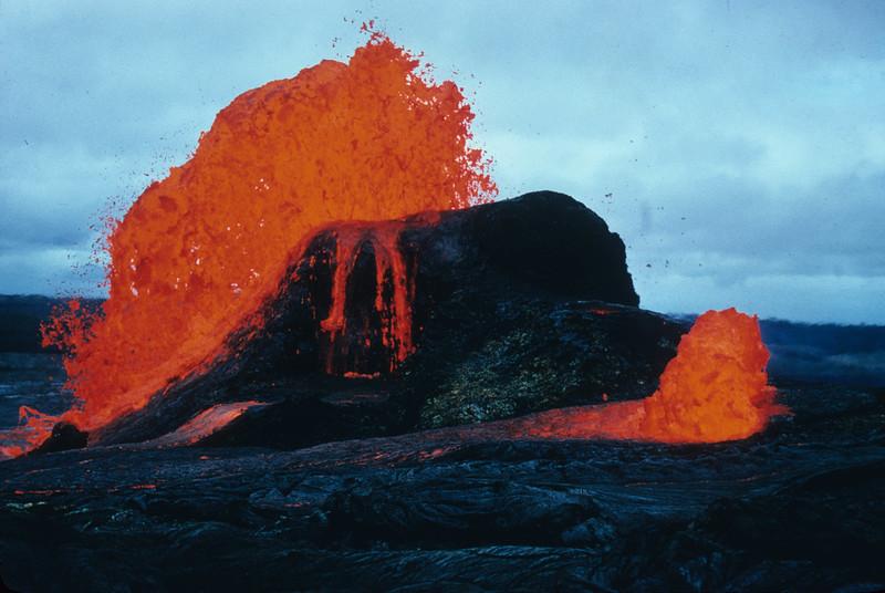 [P80] [R6-8-70] [E. Vent & small bubble w/ flow (J.C.F.)] [HI Eruptions Mauna Ulu 2]
