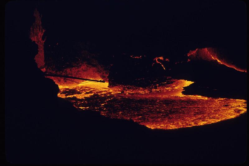 [P82] [U.S. Geological Survey Photo by R.B. Moore][ HI Eruptions Caldera 4/80]