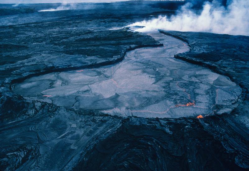 [P87] [RDec 09 1986] [JG 8317] [Photo by J. D. Griggs US Geological Survey]