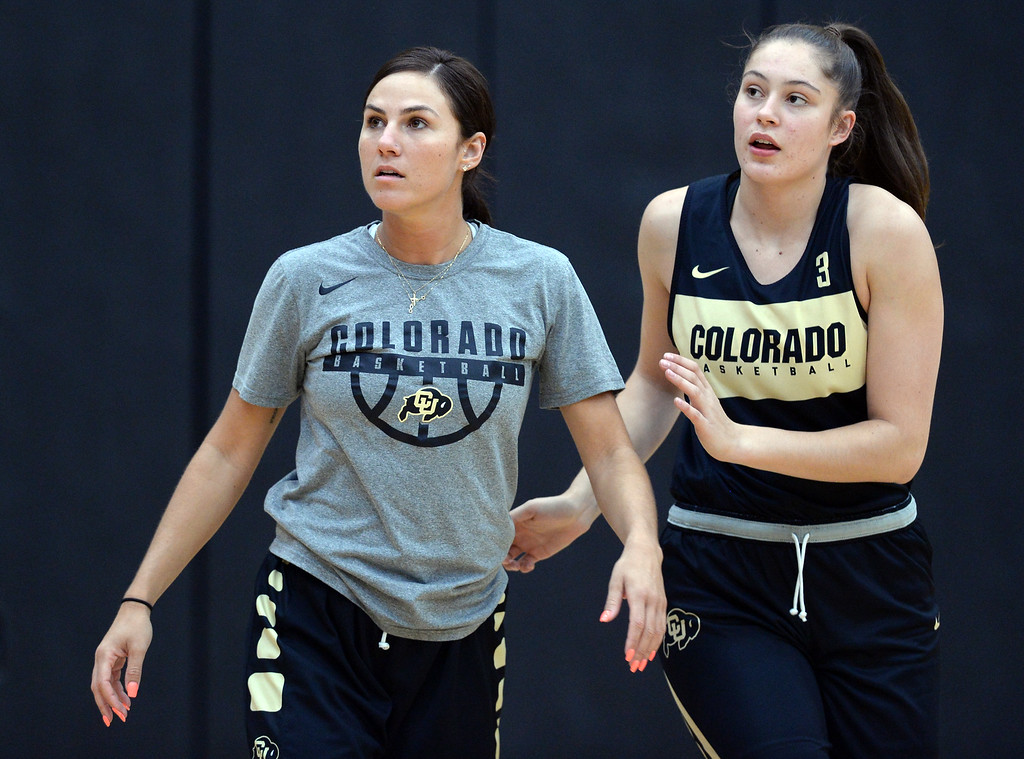 . BOULDER, CO: October 5, 2018:  Assistant coach, Alex Earl, left, and Emma Clarke, during practice on October 5, 2018. (Photo by Cliff Grassmick/Staff Photographer)