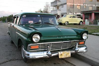 Cuban Taxi  •••  Carros de Cuba - Cars of Cuba   ••• www.ford.com
