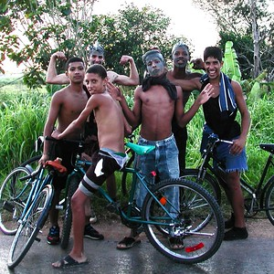 Kids hanging out in a Havana Suburb - Wearing MUDD !