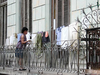 People of Cuba - Gente de Cuba    - The typical clothes dryer