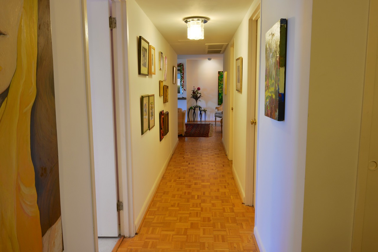 HALLWAY RIGHT TO KITCHEN/LIVING AREA