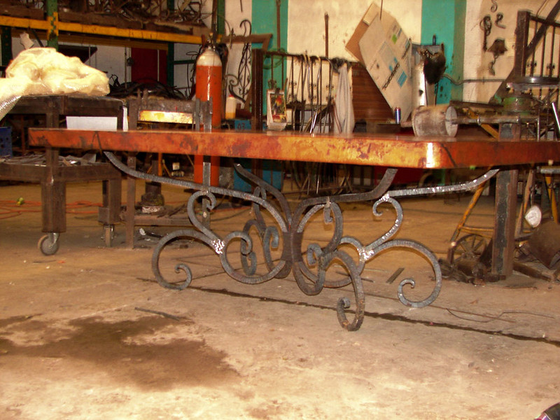 This photo was taken at the forged iron workshop. We brought the table in, all 200 kilos of table top (it takes 4 strong men to lift it), and placed it on the base. The base form was complete; the patina had not been applied.  I was told it would be completed when I arrived; it wasn't. It will be completed when I pick it up on the 11th. You can see here just how beautiful and strong this piece is even without the base patina.